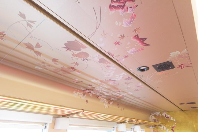 天井にも着物のようなデザイン