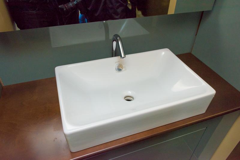 トイレの隣にある洗面台