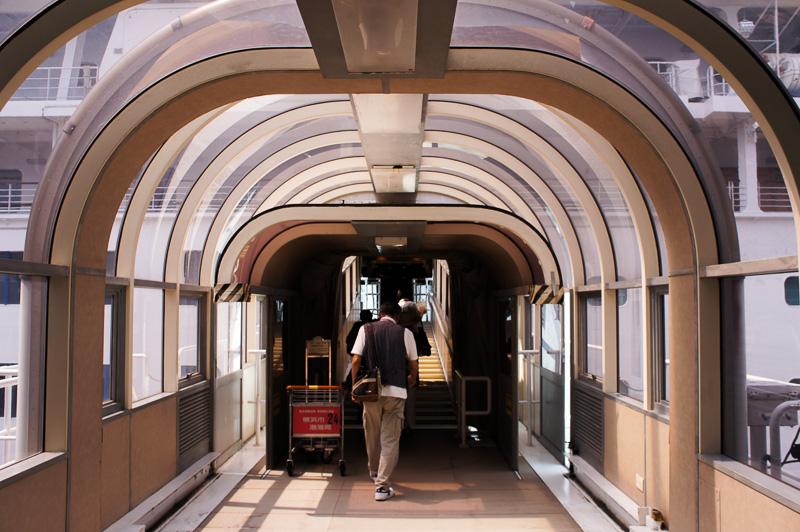 大さん橋から5階のギャングウェイへ