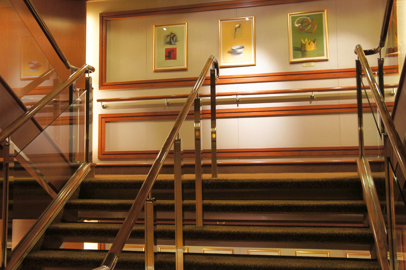 段差の少ない幅広い階段
