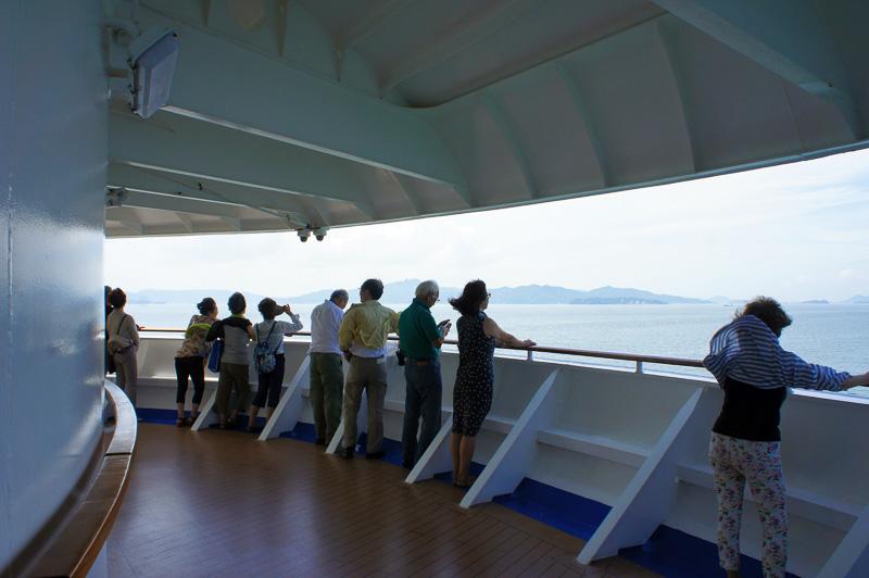 写真の小豆島や男鹿島、家島、豊島、直島だけでなく、名もない小さな島々が美しい瀬戸の風景を織りなし見惚れる