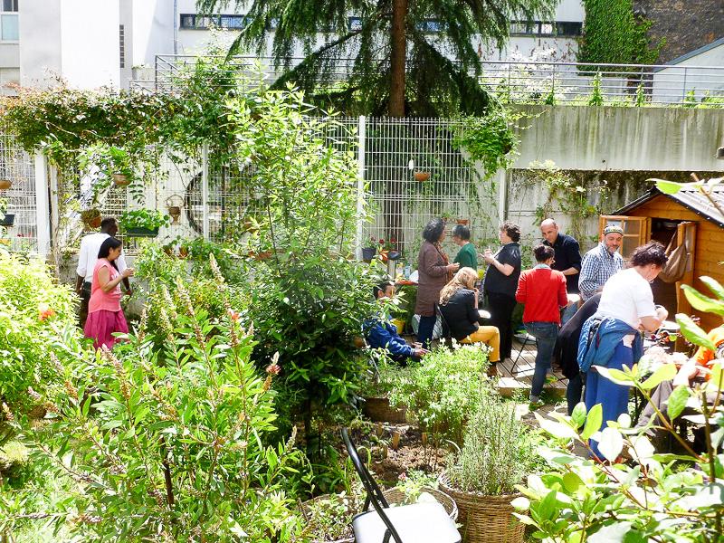この日は庭の一般解放日だったので、たくさんの人が来てピクニックをしていました