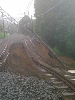 日光線 新鹿沼駅~北鹿沼駅間の盛土流出および電柱の倒壊した現場