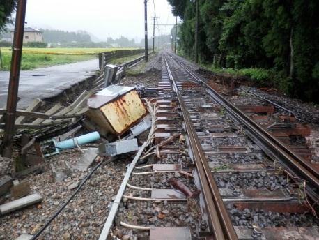 鬼怒川線 小佐越駅~鬼怒川温泉駅間の線路の敷石が流出した現場