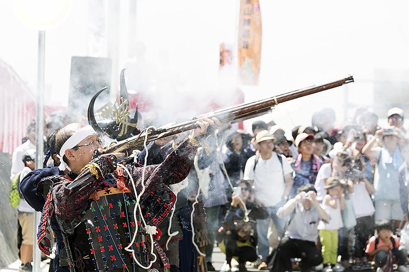 紀州雑賀鉄砲衆による火縄銃の実演