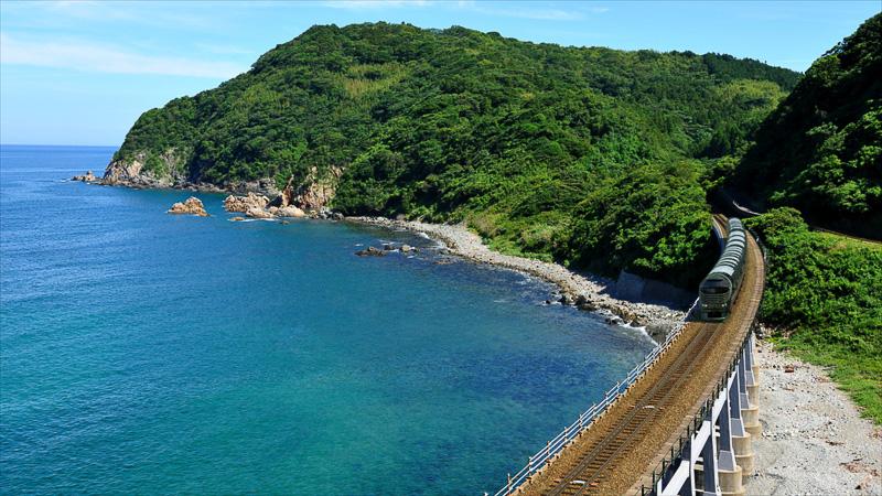 山陰本線 惣郷川橋梁を渡る「TWILIGHT EXPRESS 瑞風」のイメージ