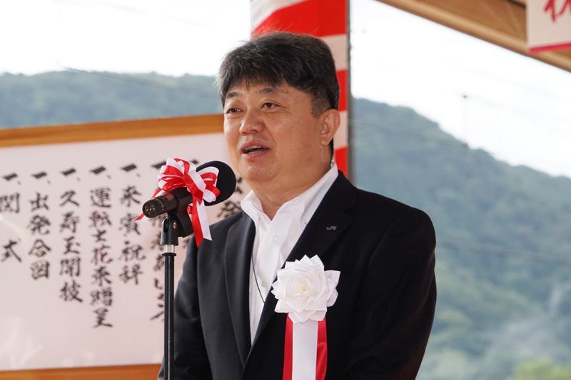 式の冒頭に主催者として挨拶する西日本旅客鉄道 執行役員 福知山支社長 前田洋明氏