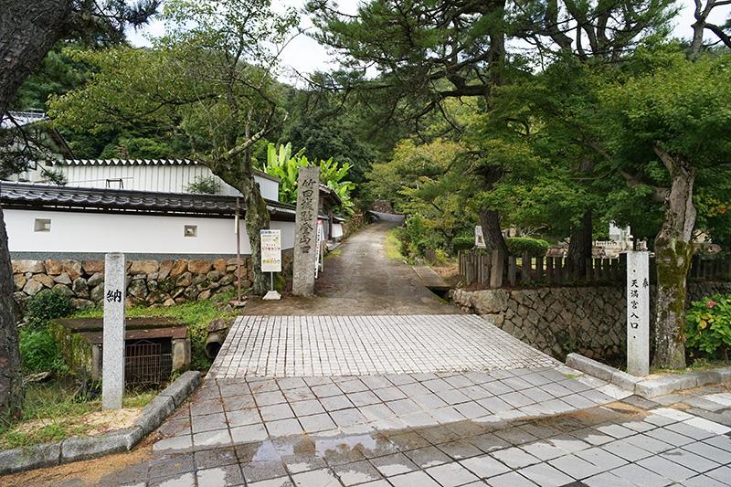 寺町通りから駅裏登山道への入口