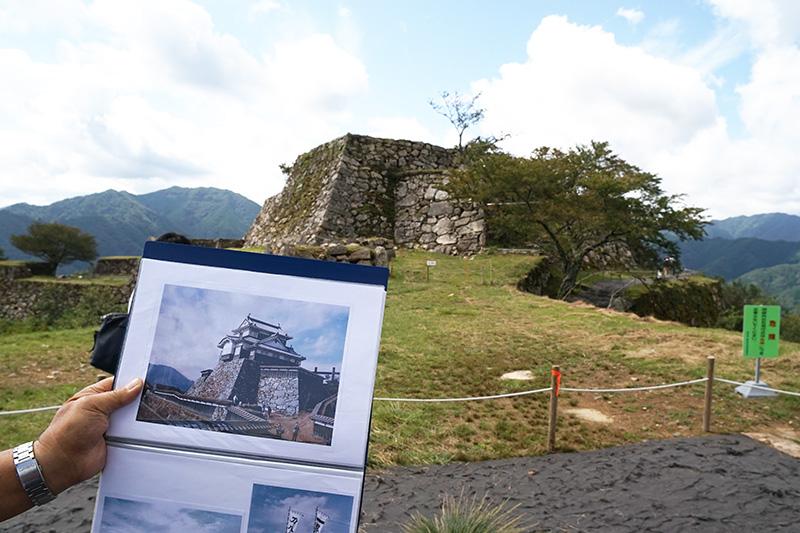 1990年公開の映画「天と地と」の撮影では、竹田城跡の天守閣にセットが作られたそうだ。現在天守閣には立ち入りができない
