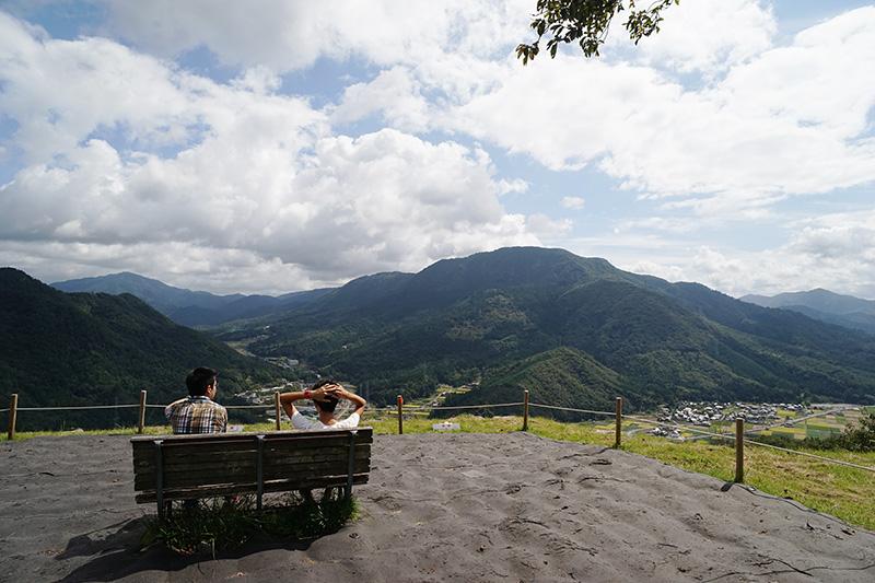 映画「あなたへ」で高倉健さんが座ったとされているベンチが残されている