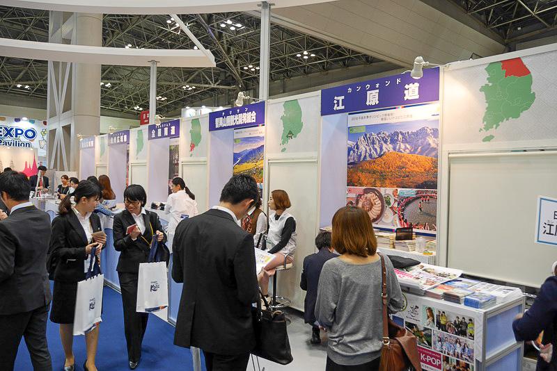 韓国各地の観光地がブースを構え、見所や特産品などを紹介している