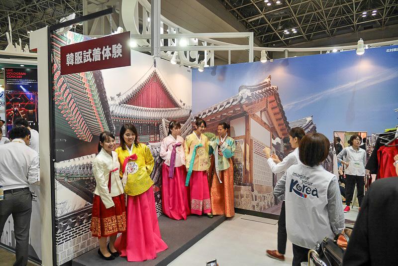 こちらは、韓国伝統衣装の試着コーナー。試着して写真撮影が可能だ