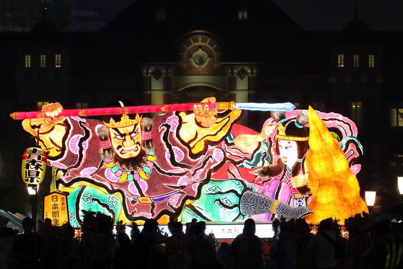 東京駅で行なわれた青森ねぶた祭り