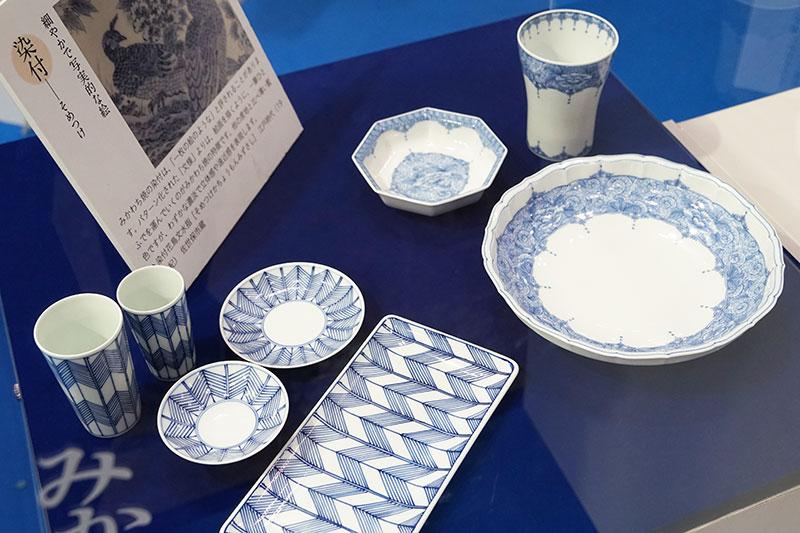 「みかわち焼」。古くは平戸焼と呼ばれる伝統ある陶磁器。藍色で細かなデザインを染め付けるのも特徴