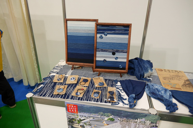 徳島県美馬市で藍染めの売買が行なわれたことにちなんだ展示。2015年度末には、藍染め体験コーナーなどを備える「美馬市観光交流センター」がオープン予定