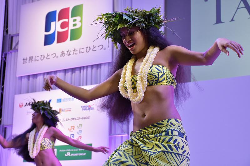 独特のリズムに合わせ、会場では手拍子をしながらダンスを楽しむ観客も数多くいた