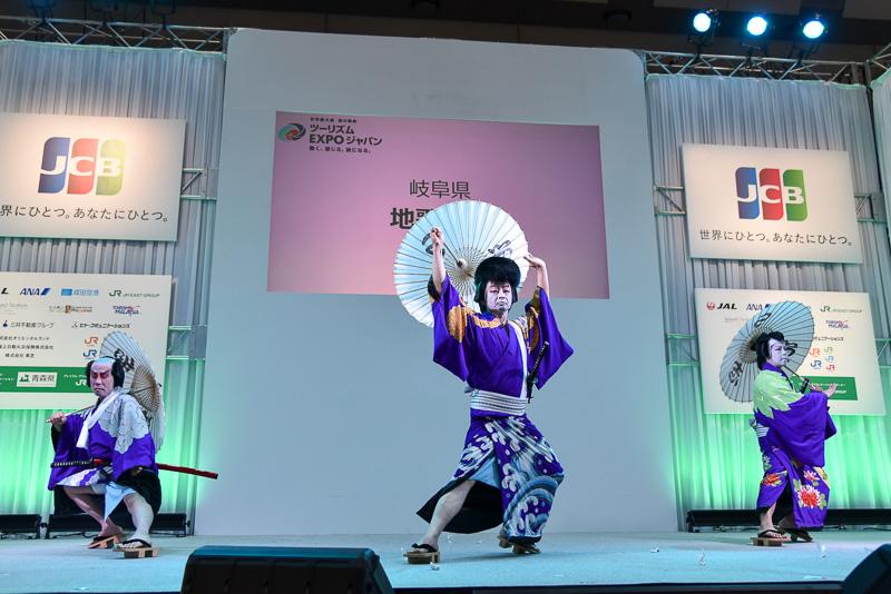 東濃歌舞伎中津川保存会による地歌舞伎のステージ