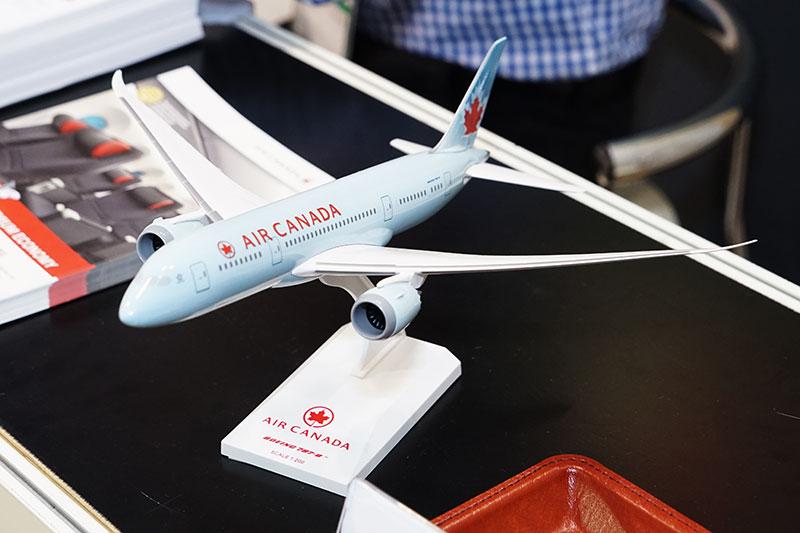 エアカナダのボーイング 787-8型機1/200スケール模型