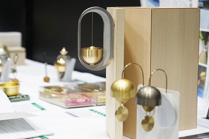 高岡銅器の鐘