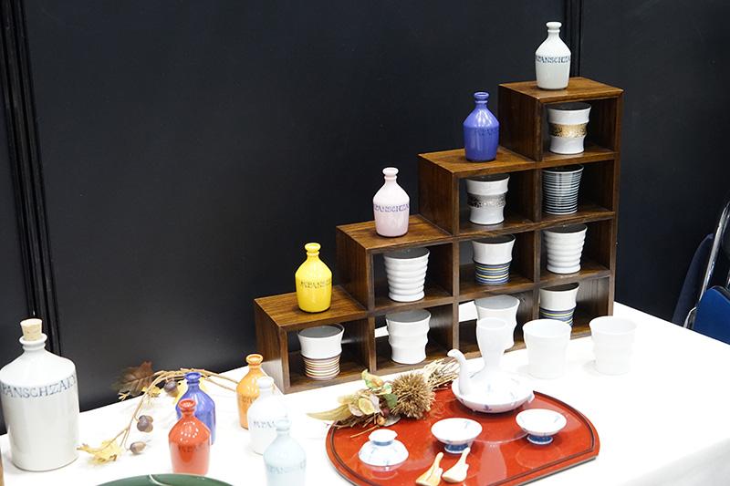 波佐見焼の食器。カラフルな色合い