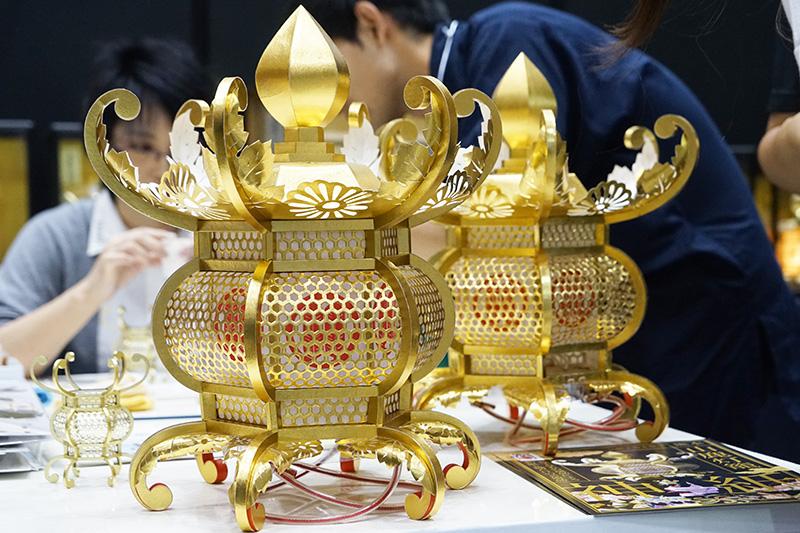 山鹿灯籠。和紙でできているので、大きさの割にとても軽い
