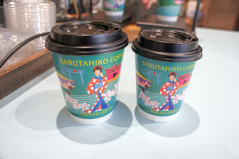 ドリップコーヒー(Sサイズ460円~、Tサイズ550円~)は1杯ずつ丁寧にハンドドリップし提供