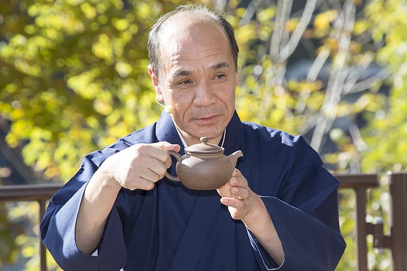 持ち手が後ろにある「茶平」を使用。持ち手が横にあるのは「急須」