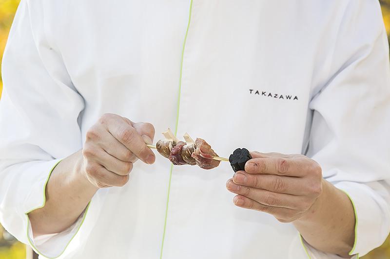 素材は鴨とマッシュルーム、そして竹炭で黒く煮たサツマイモ