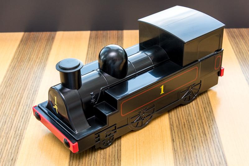 「1号機関車弁当」は1号機関車をイメージしたプラ製の容器がポイントです