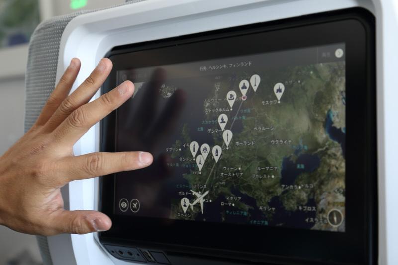 タッチパネルでの操作が可能な機内エンターテイメントシステム