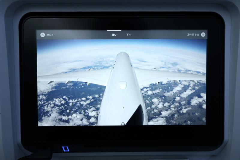 機外に搭載されたカメラも任意に表示可能。日本語に違和感があるが「進む」で前方、「下へ」で機体下部の映像を表示する