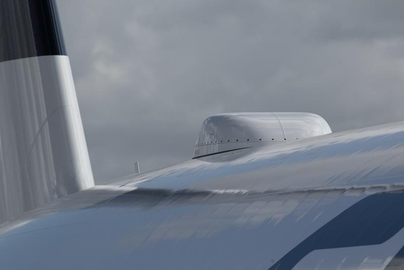 機体上部に取り付けられた機内インターネット用のアンテナ