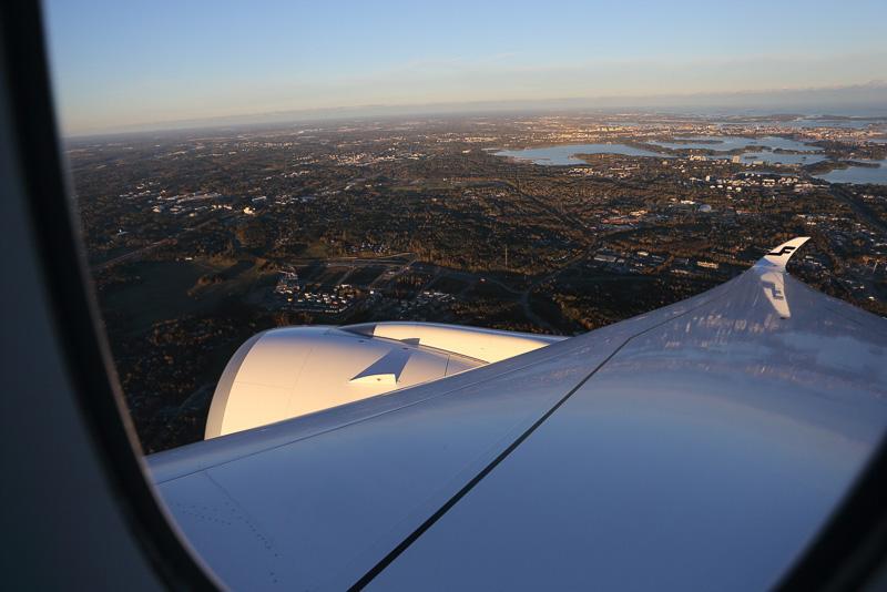 ヘルシンキ空港が近づくとフィンランドらしい湖が見えてきた