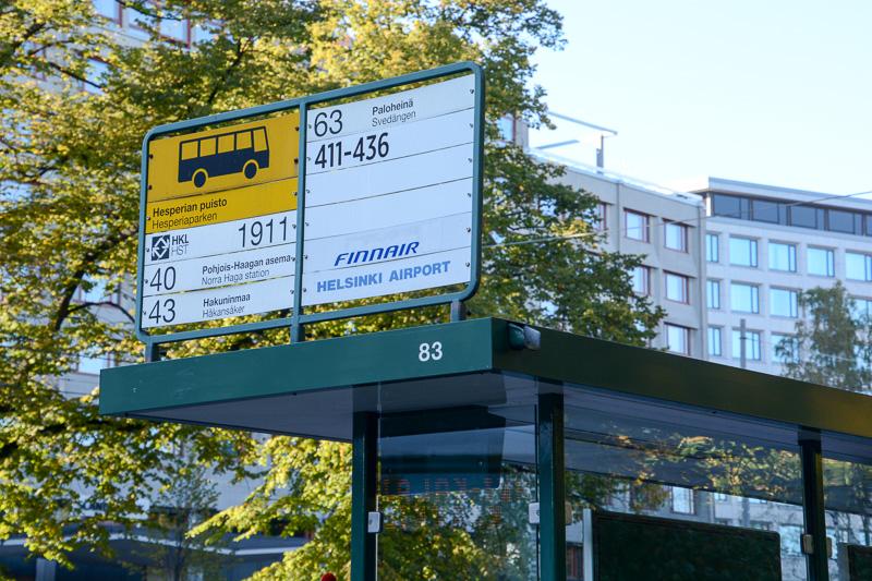 バス停にフィンエアーバスの案内