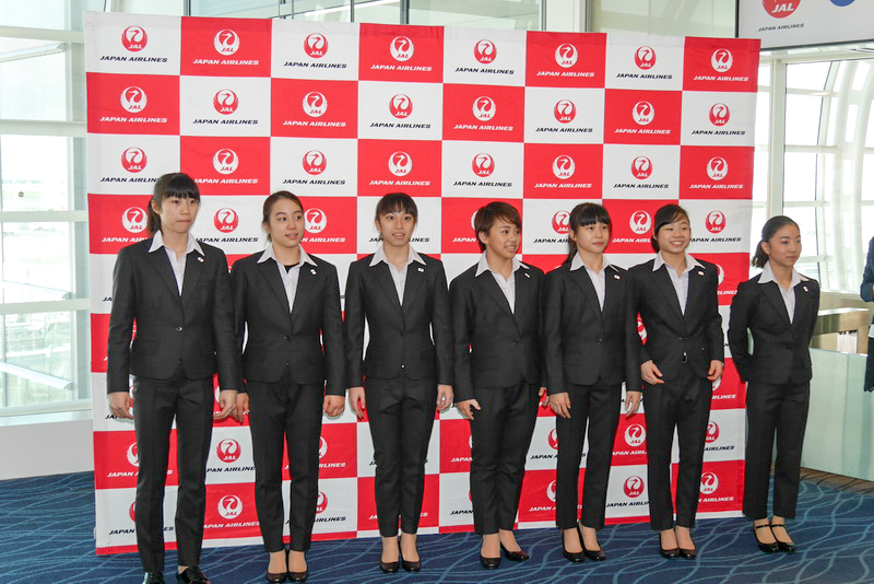 体操女子日本代表選手団。選手は平均年齢が17.6歳と非常に若い