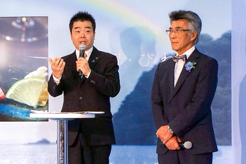 滋賀県の観光促進、情報発信事業などを手がける公益社団法人びわこビジターズビューローの会長を務める佐藤良治氏(右)