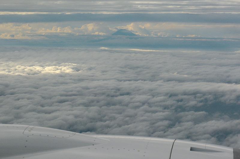 雲が立ちこめていたが、富士山が顔を出していた