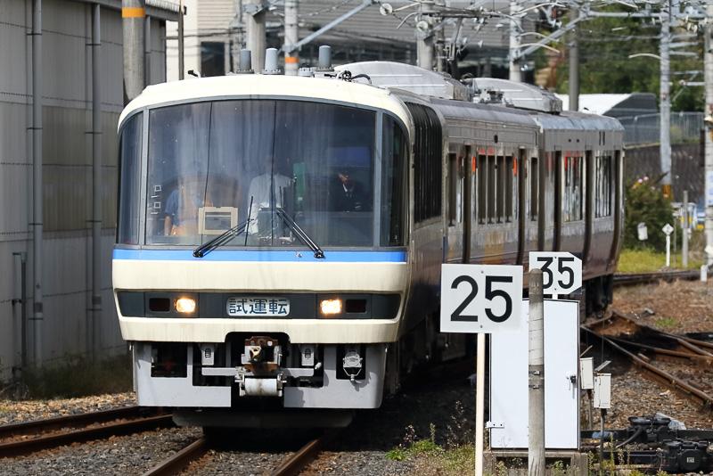 無線式列車制御システムの走行試験に使用された「クヤ212 1」。瀬戸大橋線用だった「クロ212 1」を改造した車両