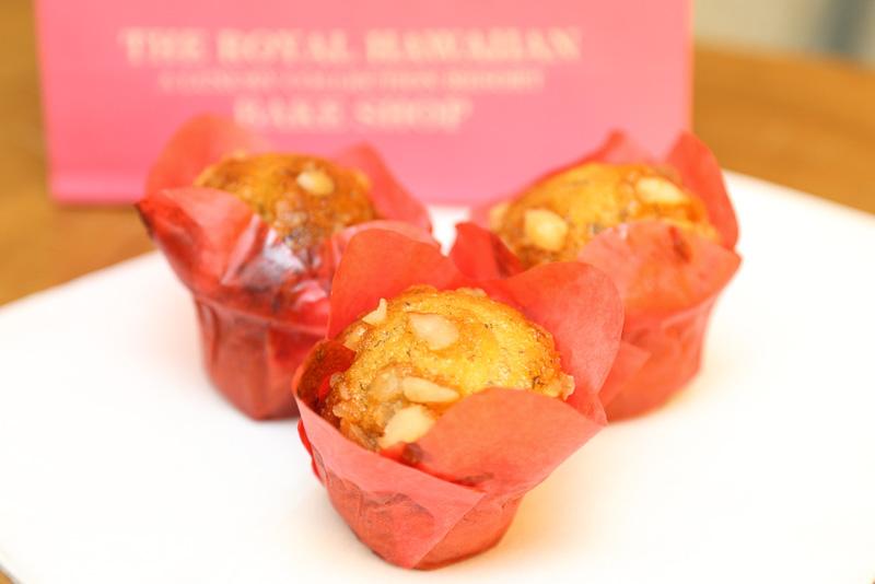 """""""ピンクパレス""""らしいピンクの袋に入ったバナナブレッド。レシピが書かれた紙も添えられている"""