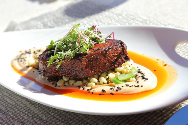 """いわゆる""""本日のお魚""""を用いたローストフィッシュ料理。この日は「オパ」という魚をチョイス。マンボウの一種だ"""