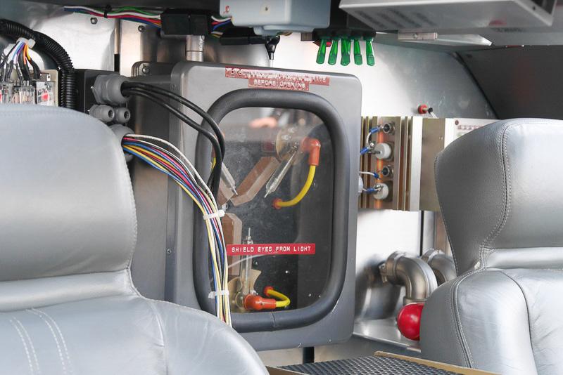 こちらは、運転席後方の次元転移装置。これも劇中と全く同じだ