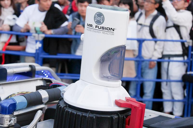 ゴミから燃料を作り出す「MR. FUSION」が設置されている