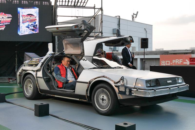運転席に山崎さん、助手席に山本さんが乗り込み、準備完了