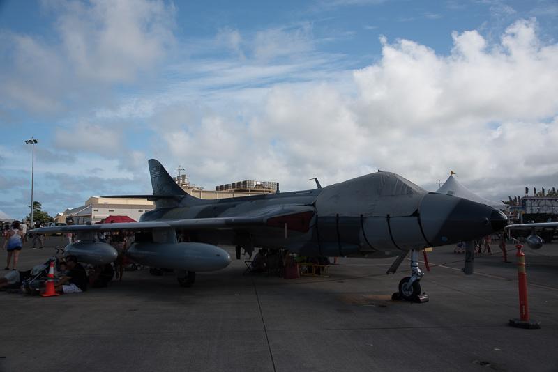 旧型軍用機や軍用自動車から、無人偵察機まで、実にオープンに展示されていた