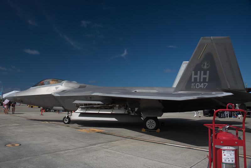 航空ショーなので各種航空機の展示も行なわれている。写真は米空軍のF-22 ラプター。ホノルル空港近くにあるヒッカム基地から飛来したものと思われる