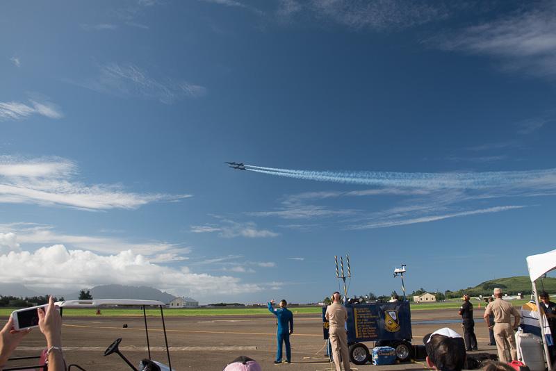 4機の編隊飛行からF/A-18Aでの演技が始まった