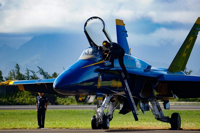 ショーのメインとなるのが、米海軍のアクロバットチーム「ブルーエンジェルス」の飛行展示