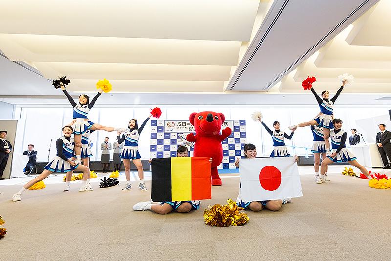 成田地区ANAグループ社員によるチアリーディングチーム「SUPER FLYERS」によるパフォーマンスも行われた
