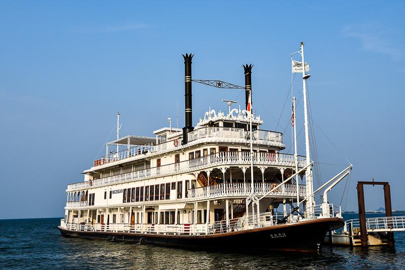 1982年に就航した「ミシガン」は琵琶湖を代表する遊覧船。レストランシップとして歴史もあり、豊富なメニューで訪れる観光客をもてなしてきた。2014年より船内のご飯やパンはすべて地元の近江米「みずかがみ」を使用している