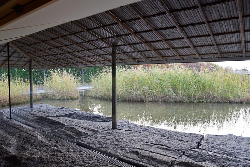 茶室見学は木、金、土、日に1日5回予約制(1000円 入館料別)で行われている。茶会に参加するためには予約抽選。詳細は美術館のイベントガイドを参照いただきたい